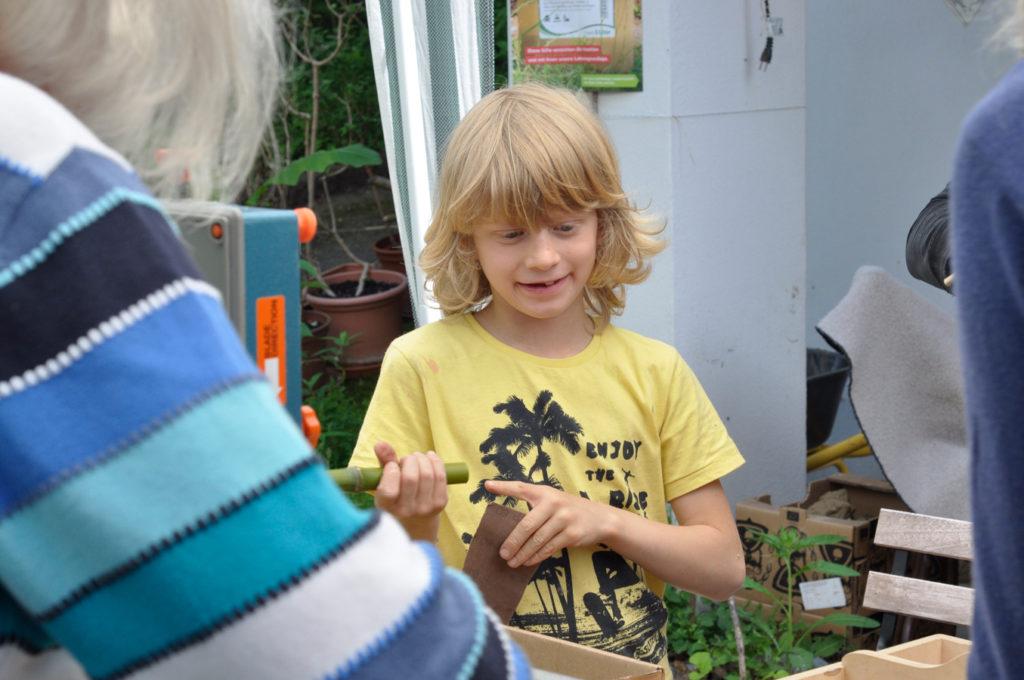 Wildbienenhaus gemeinsam bauen 27