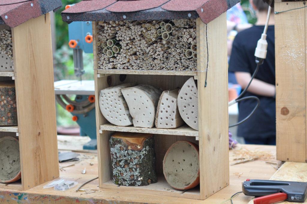 Wildbienenhaus gemeinsam bauen 64