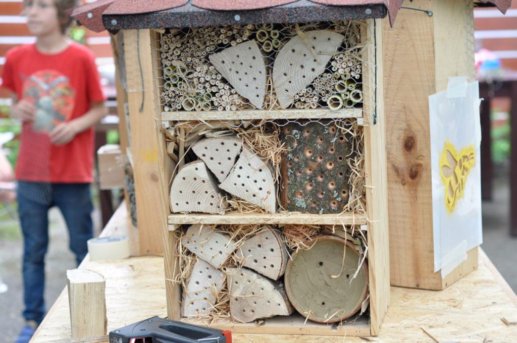 Wildbienenhaus gemeinsam bauen 3